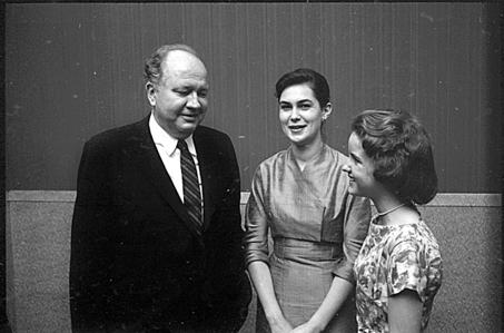 theodore roethke biography essay Dance of the senses: natural vision and psychotic mysticism in  in a college essay that he wrote as an undergraduate in ann  theodore roethke,.